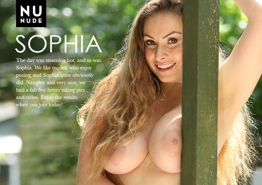 Sophia nunude nudist model
